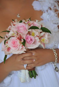 Maui wedding bouquet with pink roses